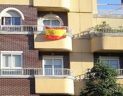 Banderas españolas en los balcones de Barcelona por el Mundial de Futbol